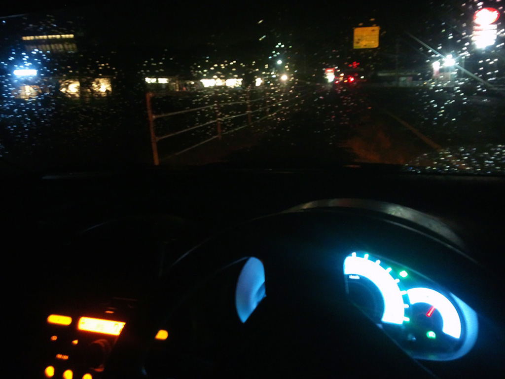 初めての『面接』に向かう雨の夜、(車内からの風景)