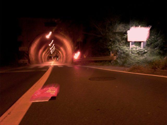 真夜中のトンネル